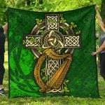 Ireland Coat Of Arms with Shamrock Patterns Premium Quilt