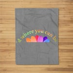 In a world where you can be anything be kind gift daisy love Fleece Blanket