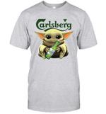 Baby Yoda Loves Carlsberg Beer The Mandalorian Fan T-Shirt