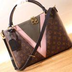 Louis Vuitton V Tote MM M44798