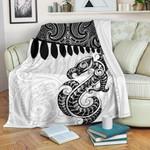 Aotearoa Premium Blanket Maori Manaia Silver Fern White