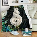 New Zealand Premium Blanket Pikorua Double Twist - Silver Fern Paua Shell TH45