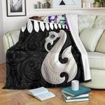 Aotearoa Premium Blanket - Maori Manaia Paua Shell A025