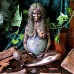 🎁 Mother Earth Statue