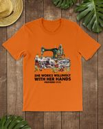 Works Willingly With Hand Quilting Short-Sleeves Tshirt, Pullover Hoodie, Great Gift For Thanksgiving Birthday Christmas
