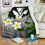 Kanaka Maoli (Hawaiian) Premium Blanket, Polynesian Plumeria Banana Leaves Gray | Love The World