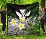Kanaka Maoli (Hawaiian) Premium Quilt, Polynesian Plumeria Banana Leaves Gray | Love The World