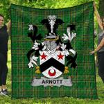 1sttheworld Premium Quilt - Arnott Irish Family Crest Quilt - Irish National Tartan A7