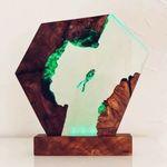 🐋 Gran lámpara de madera de resina epoxi, buzo y ballena jorobada
