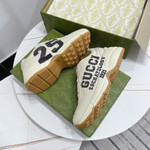 Gucci Men's Rhyton sneaker with '25' in ivory vintage sneaker