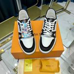 LV Louis Vuitton 2021 trainer sneaker black and white